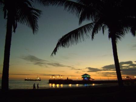 20100811082459-panoramica-nocturna-de-malecon-cuna-del-sol-fernando-meza-vera.jpg