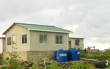 20120530194824-casas-ecologicas-entregara-el-gobierno-nacional-en-galapagos-ok.jpg