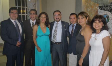 20120724232239-socios-del-club-rotario-de-galapagos-con-el-past-gobernador-oswaldo-dominguez.jpg
