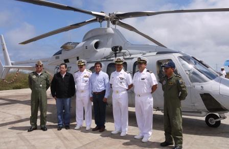 20120820205102-helicoptero-de-la-armada-para-galapagos.jpg