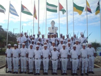 20121210114733-conscriptos-navales-galapagos.jpg