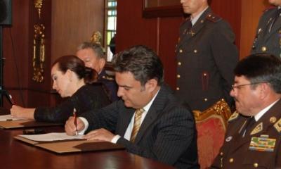 20130203191155-firma-del-acuerdo-enter-min-defensa-e-interior.jpg