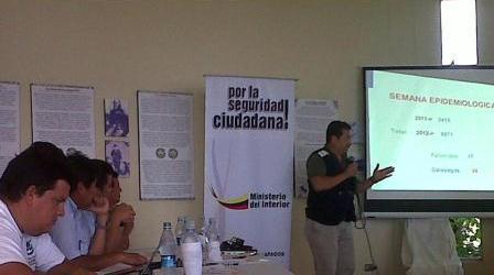 20120604232439-dr-carlos-franco-solorzano-expuso-en-gabinete-itinerante-en-floreana.jpg