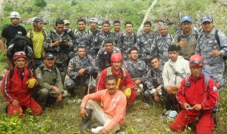 20120619192705-brigada-interinstitucional-que-participo-en-actividades-de-b-suqeda-y-rescate-de-chileno-desaparecido-en-galapagos.jpg
