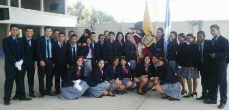 20130607193205-estudiantes-teresa-de-calcuta-manta.jpg