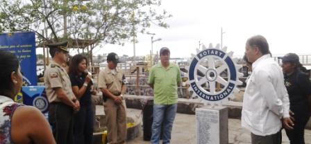 20140123015255-adriana-meza-develizamiento-de-rueda-de-rotary-internacional-en-las-islas-galapagos.jpg